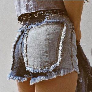New - 🎈Carmar LF distressed denim shorts